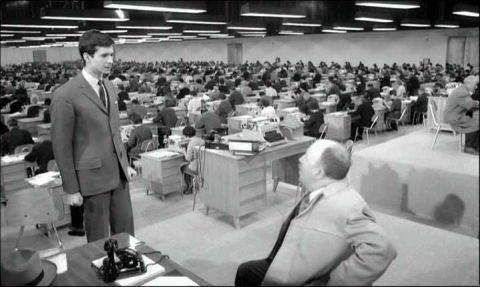 """Joseph K. beim Direktor-Stellvertreter in """"Der Prozeß"""" von Orson Welles nach Franz Kafkas Roman."""