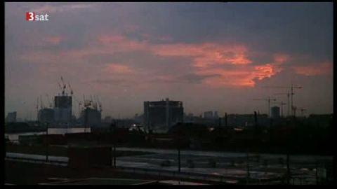 Die Eröffnung mit dem Blick auf Kaurismäkis Film-London, Iron-Lady-London 1990