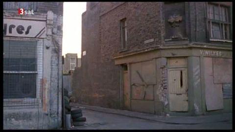 Verschlossene, vernagelte Türen in Londons East End 1990, in Kaurismäkis London